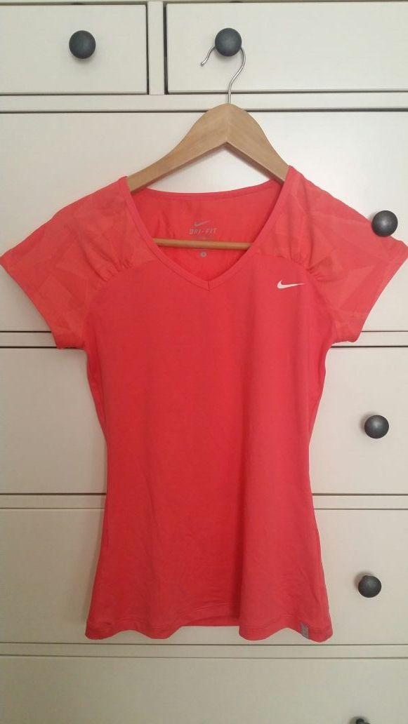 17929e55018fe Camiseta lycra Nike de segunda mano por 8 € en Lloret de Mar en WALLAPOP