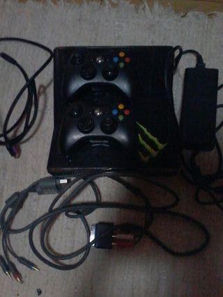 Xbox 360 dos mandos+juegos y los cables