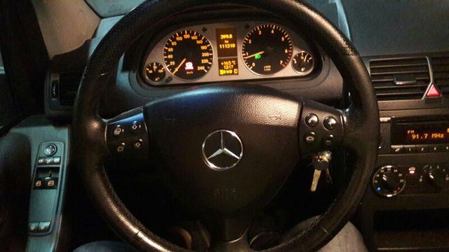 Mercedes-Benz Clase A 150 Avantgarde Rojo 3p