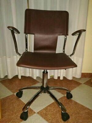 Silla escritorio seminueva tlf618884516