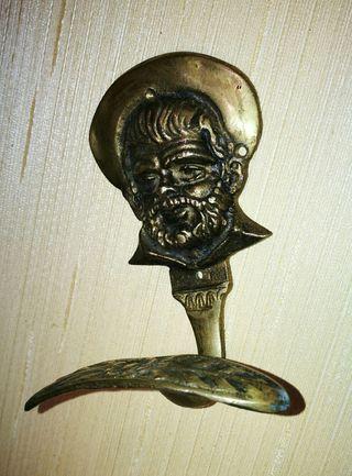 Colgador de bronce