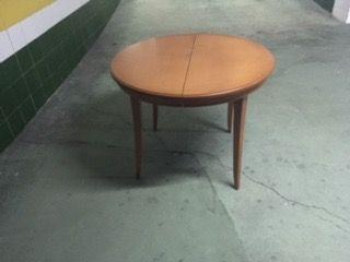 Mesa redonda de madera extensible