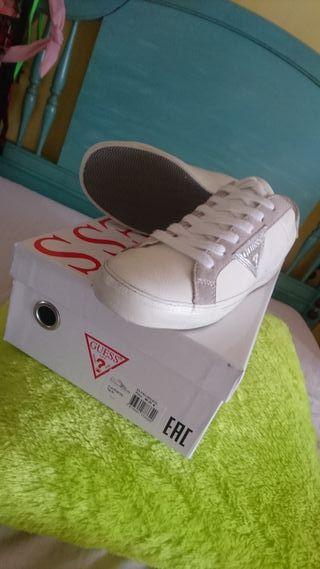 zapatillas blancas piel Guess 36