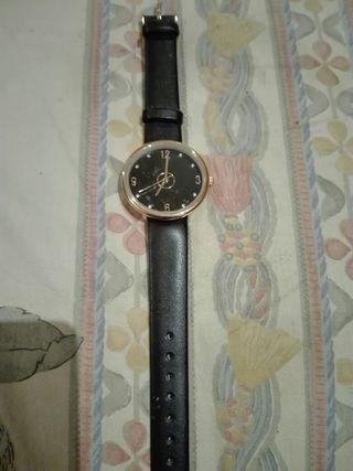 Reloj de chica nuevo, ideal para regalo.