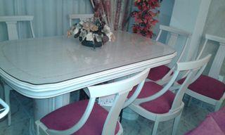 libreria en decape i dos lamparas mesa i sillas