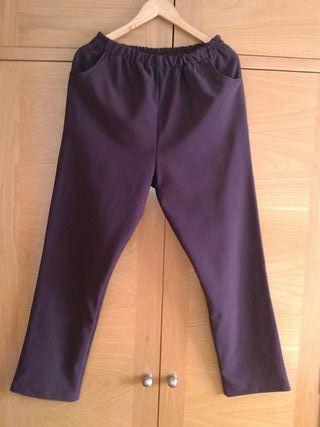 Pantalón morado. Talla XL