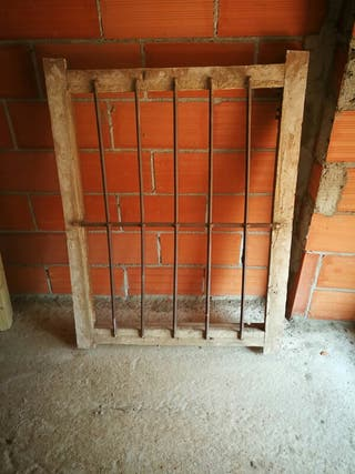 reja antigua de ventana
