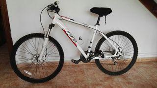 Bicicleta de montaña. BTT
