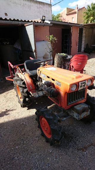 kubota tractor b7001 4x4