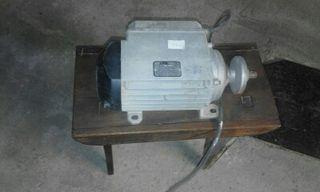Motor trifasico de mesa de corte