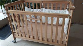 Cuna de bebé marca Micuna con cajón