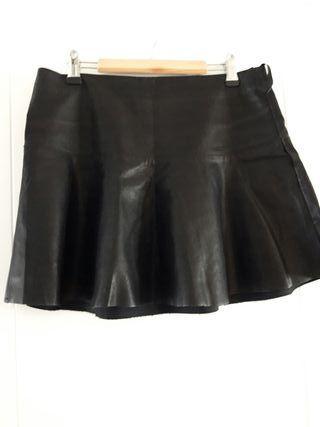 falda corta vuelo piel