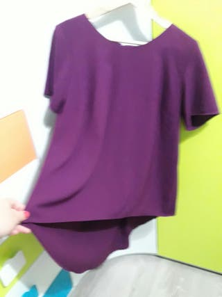 camiseta larga por detras