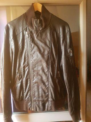 chaqueta tipo cuero marron