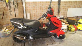 moto yamaha aerox