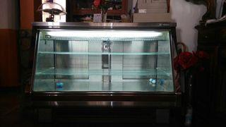 Vitrina expositora refrigerada. Bar, restaurante
