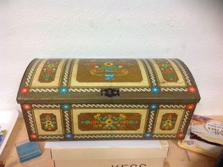Antigua caja hojalata metal