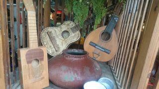 lote de bandurria, timple y guitarra
