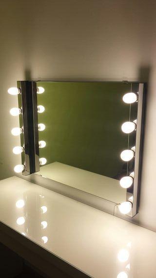Luz y espejo tocador
