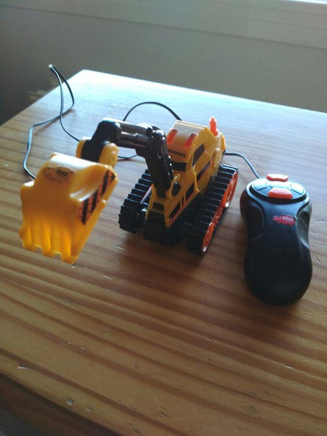 excavadora pequena con movimiento y Pilas incluida