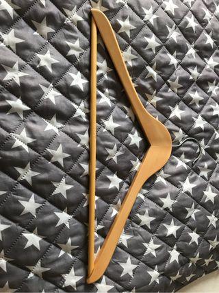 Perchas madera natural