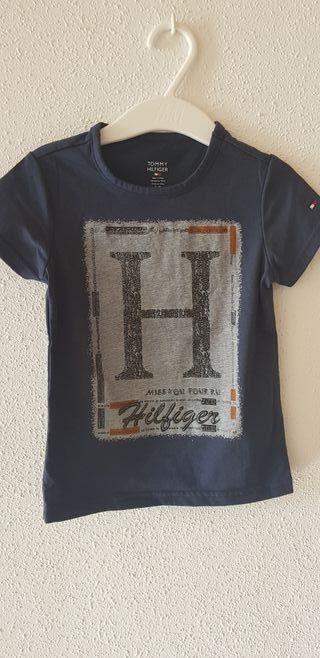 Camiseta Tommy Hilfiger. Nueva. 12-18 meses.