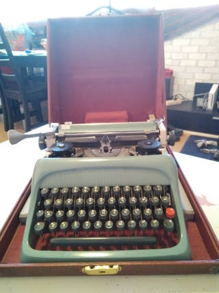 Máquina de escribir Olivetti.
