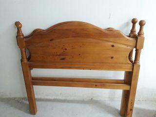 Dos cabeceros para camas de 90 a 105. Madera pino