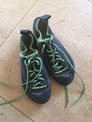 Zapatos de gato nino- 39-nuevos decathalon