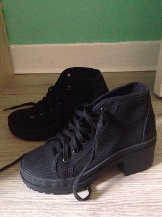 Black boots booties