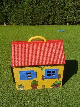 Casa de muñecas de las tres mellizas.