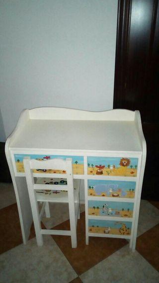 escritorio infantil con su silla