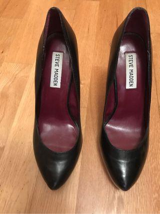 Zapato negro tacon.