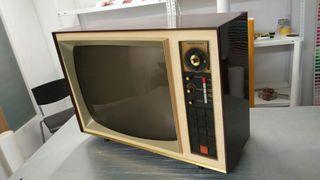 Televisión antigua de 1960