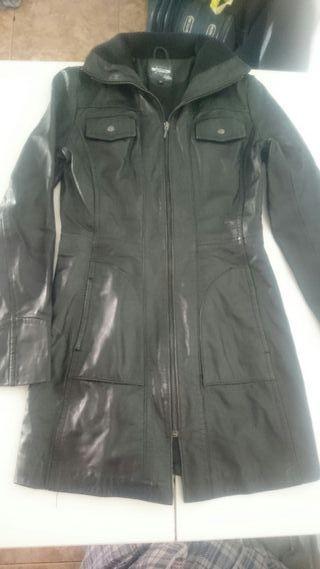 abrigo largo polipiel de stradivarius talla M