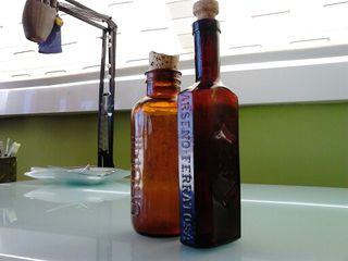 Botellas antiguas de medicamentos