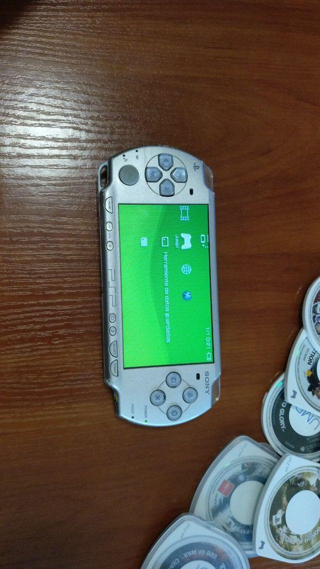 Consola psp 2000 + juegos + funda + tarjeta de mem