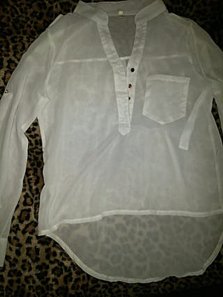 Blusa blanca. Talla S. Un par de puestas.
