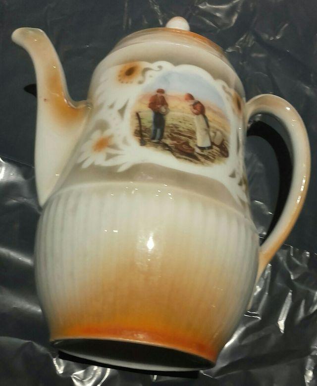cafetera antigüa de porcelana