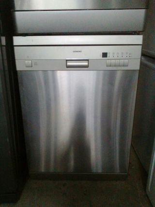 lavavajillas marca Siemens color gris