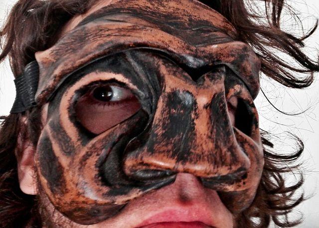mascara de cuero comedia del arte