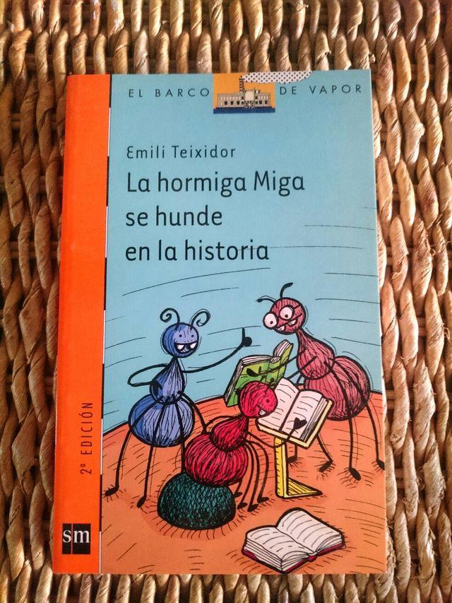 """Libro """" La hormiga Miga se hunde en la historia""""."""