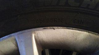 llanta+neumáticos de nieve prácticamente nuevos