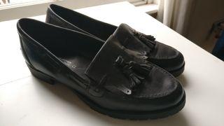 Zapatos negros de piel, usados una vez