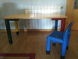 silla y mesa de trabajo niños