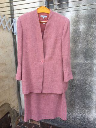Traje simple de chaqueta y vestido