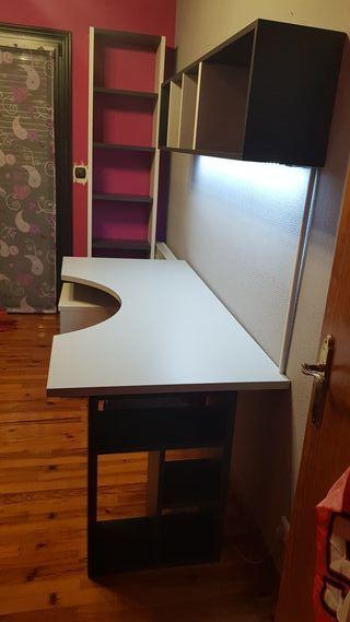 Conjunto de escritorio, baldas y estanteria