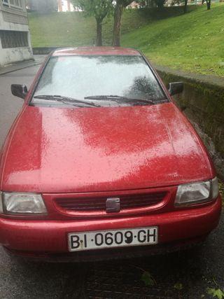 Se vende SEAT Ibiza 1998, buen estado y precio.