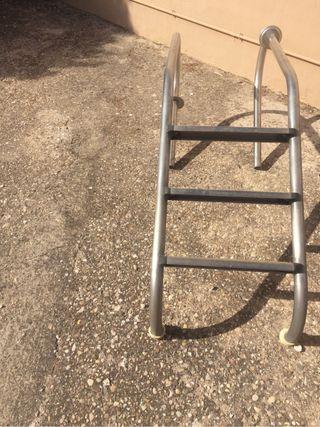 Escalera metalica para piscina