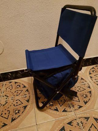 silla pequeña con nevera portatil